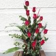 Centro de rosas rojas Ikebana